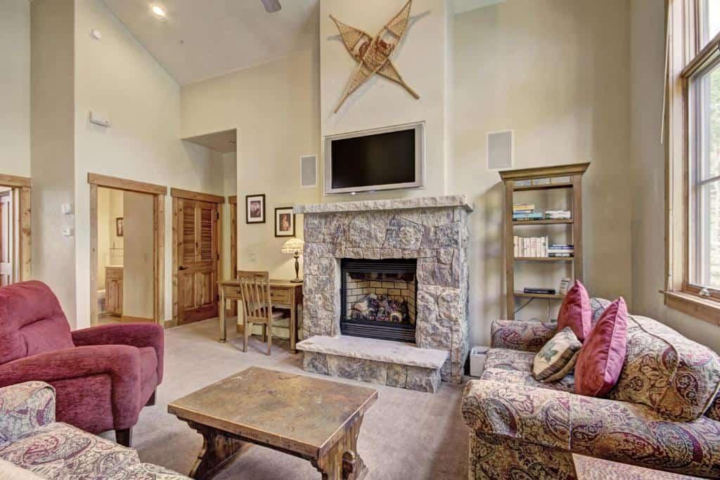 best hotels in Breckenridge mountain thunder lodge inside
