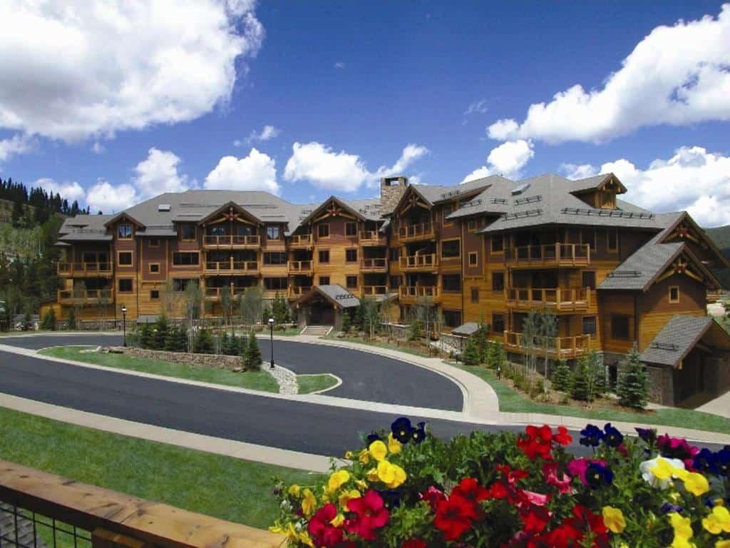 best hotels in Breckenridge mountain thunder lodge