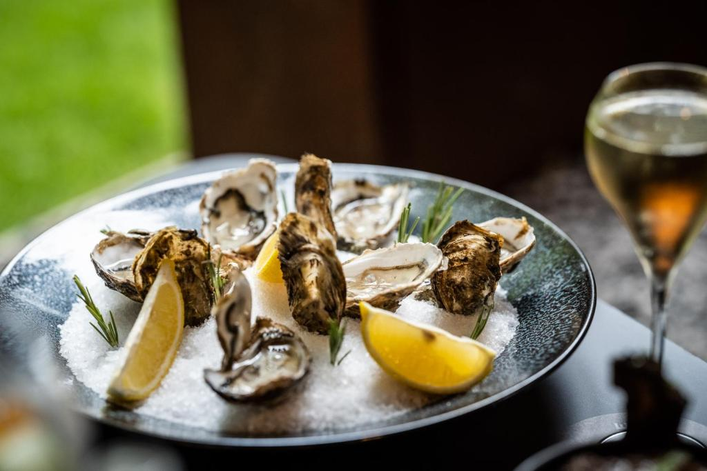 best hotels in Bruges Boutiquehotel 't Fraeyhuis oysters