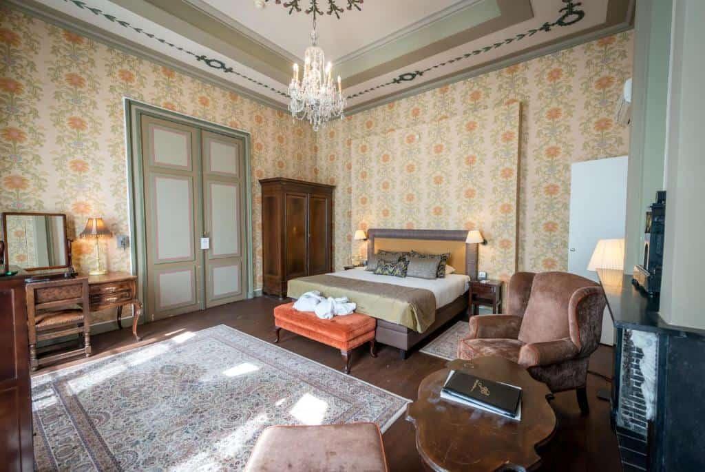 best hotels in Bruges Jan Brito room