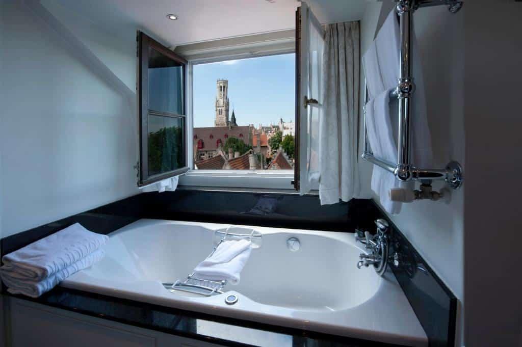 best hotels in Bruges Pandhotel bath