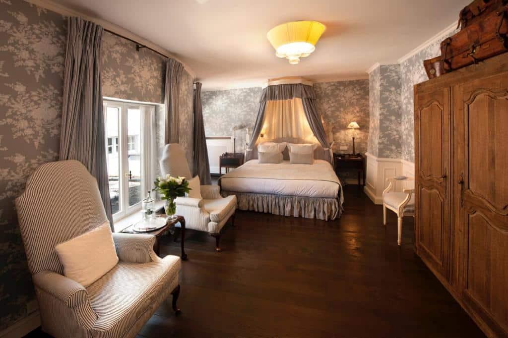 best hotels in Bruges Pandhotel bedroom