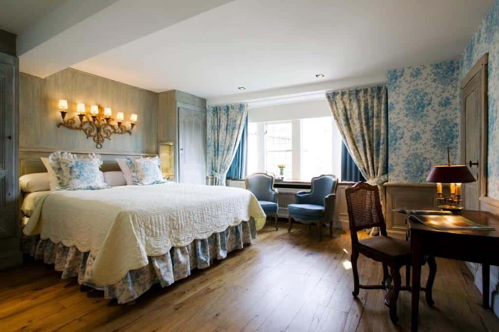 best hotels in Bruges Relais Bourgondisch Cruyce bedroom
