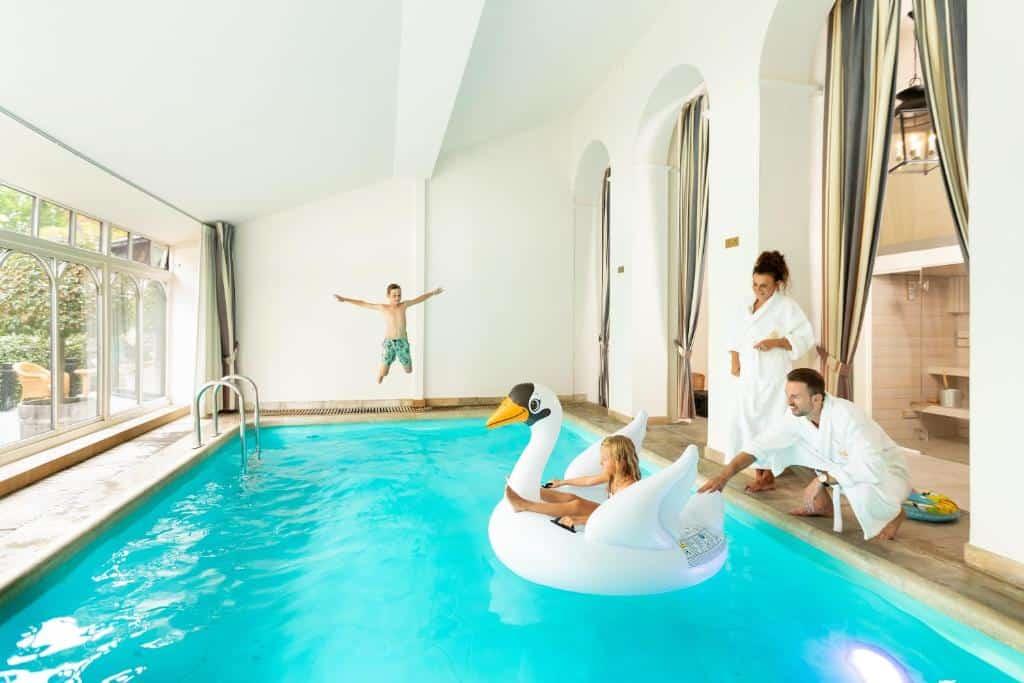 best hotels in Bruges de tuillerien pool