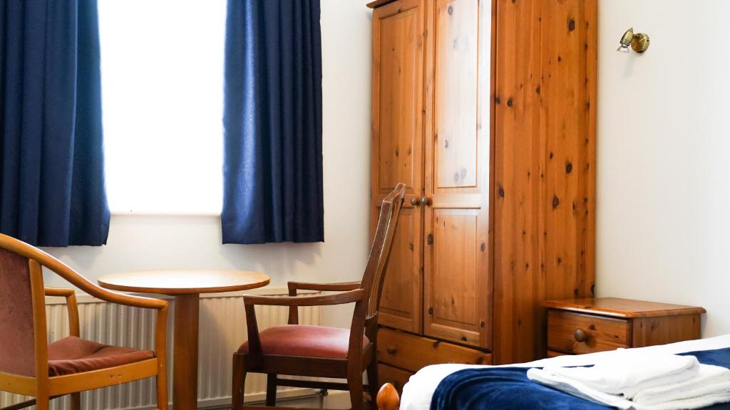 best hotels in Ryde Abingdon room