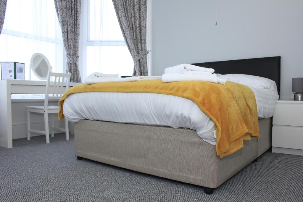 best hotels in Ryde Royal Pier bed
