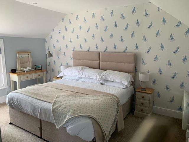 best hotels in Ryde seaview hotel bed