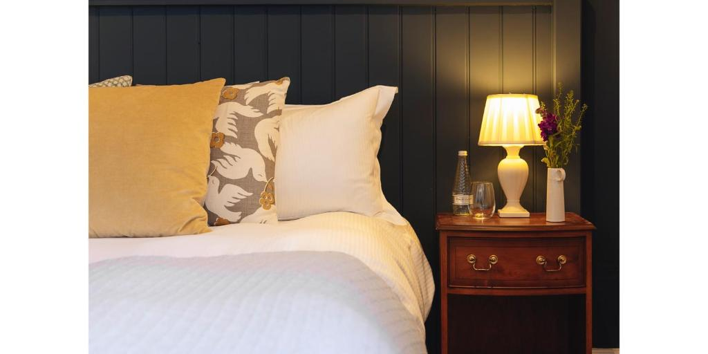best hotels in honiton blue ball inn bed