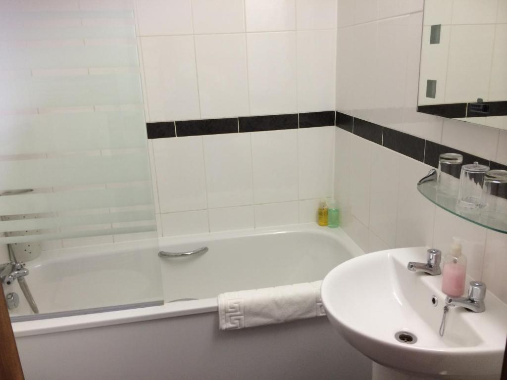 best hotels in honiton heathfield bathroom