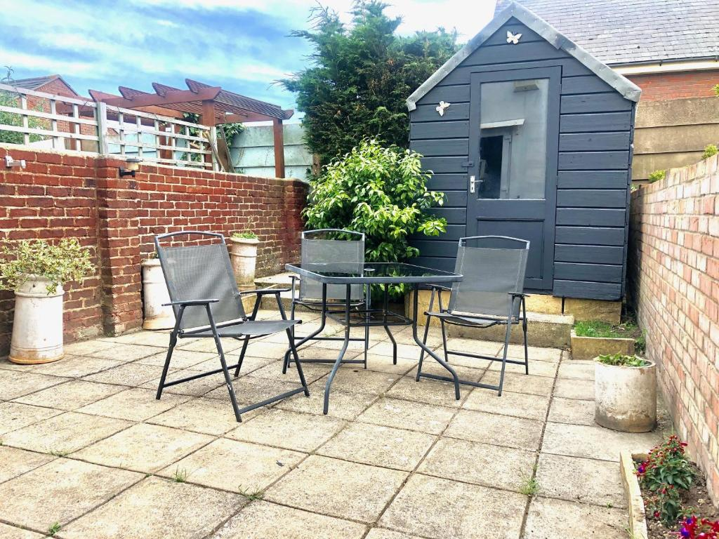 best portsmouth airbnb Little Connaught House outside
