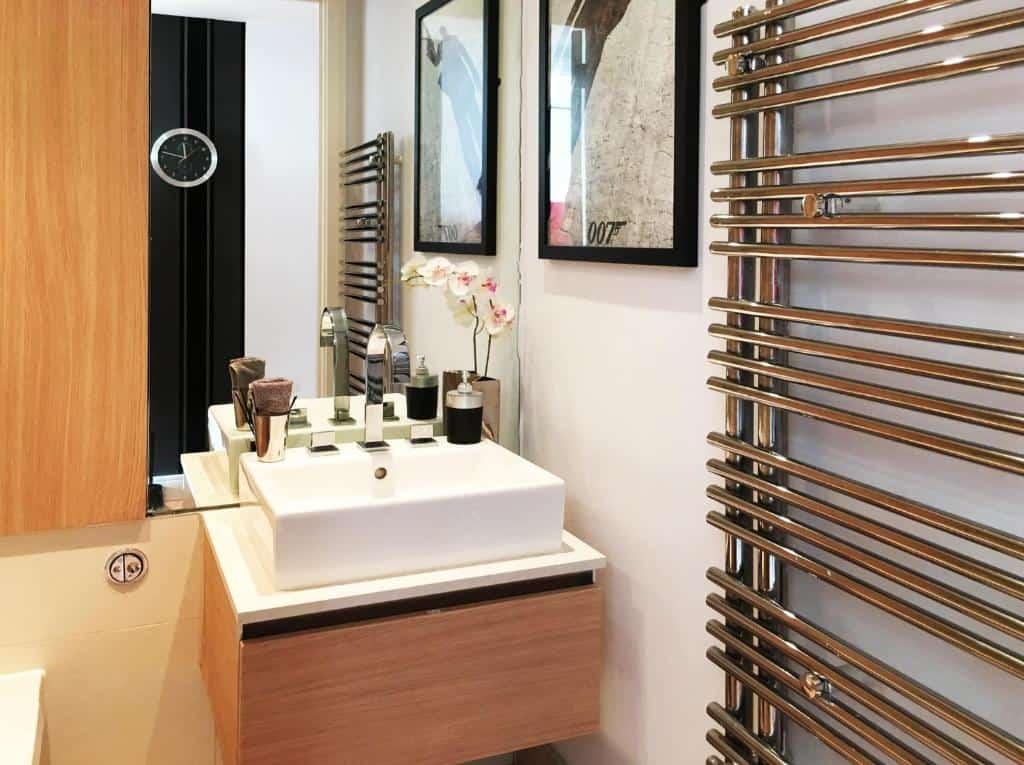 best portsmouth airbnb utopia 007 bathroom