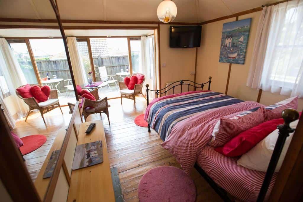 Best hotels Bridport heatherbel cottages bedroom