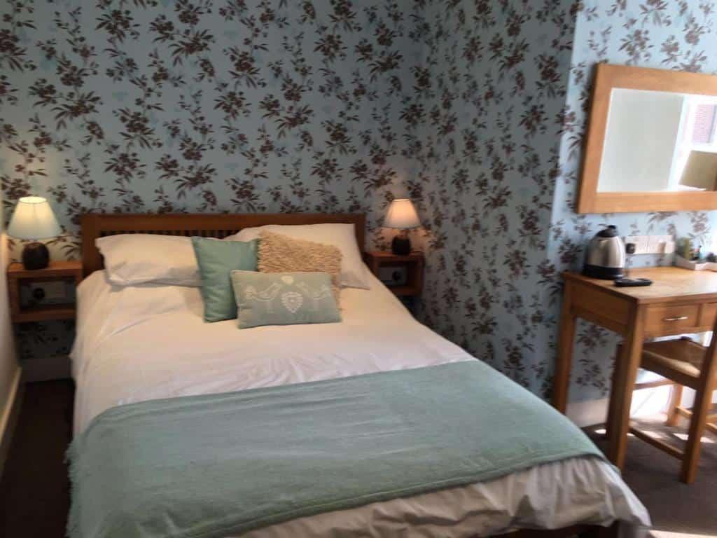 Best hotels Bridport the tiger inn bedroom