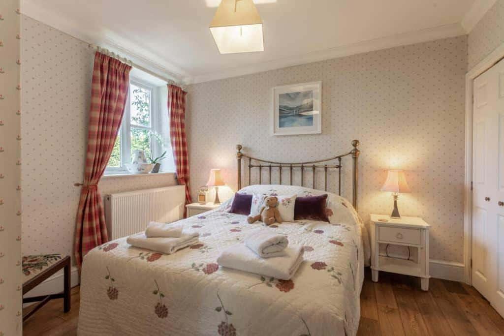 best bridport cottages gardeners cottage bed