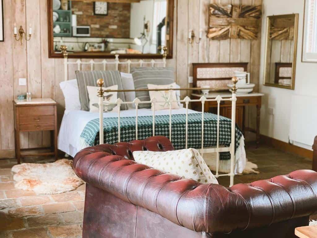 best bridport cottages outbuildings bed