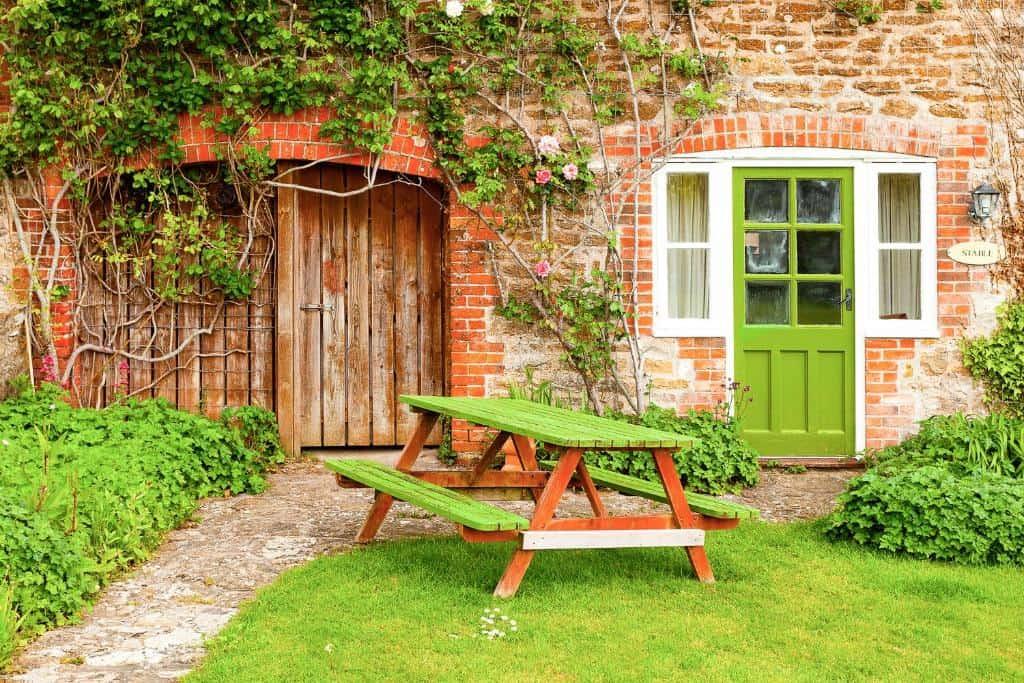 best bridport cottages rudge farm picnic table
