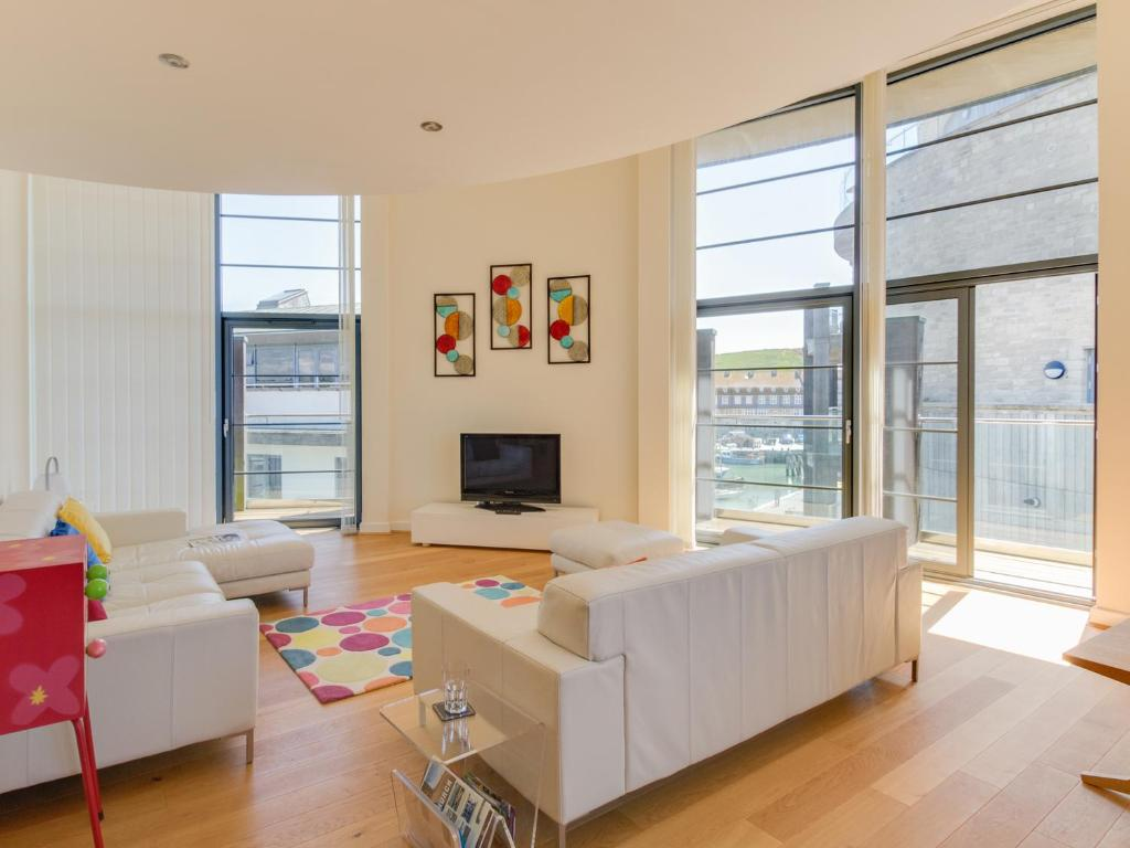 best bridport cottages west bay penthouse living room