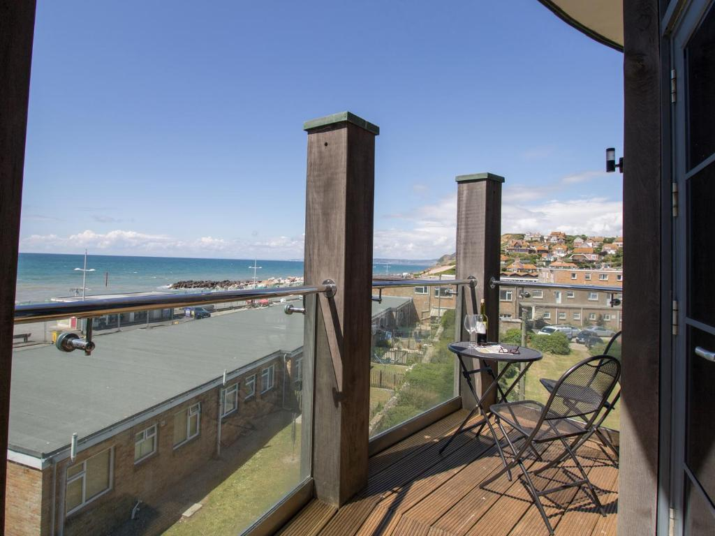 best bridport cottages west bay penthouse table