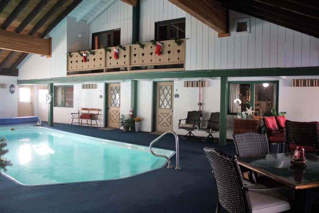 best Granby hotels hideaway mountain lodge pool