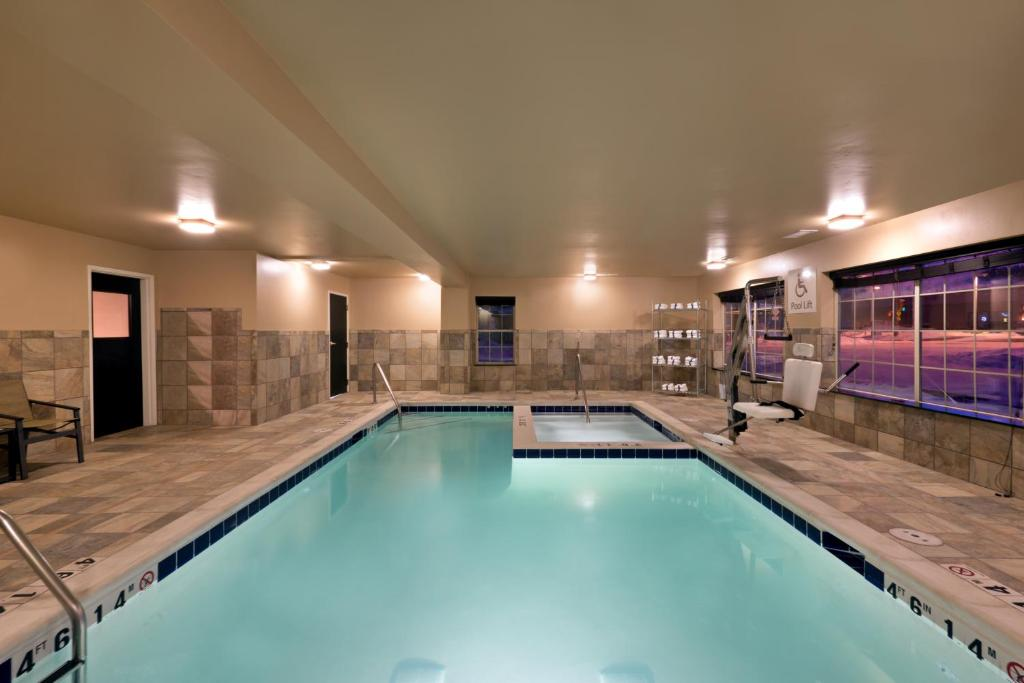 best Granby hotels holiday inn pool