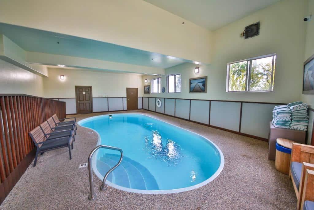 best Granby hotels trailhead inn pool