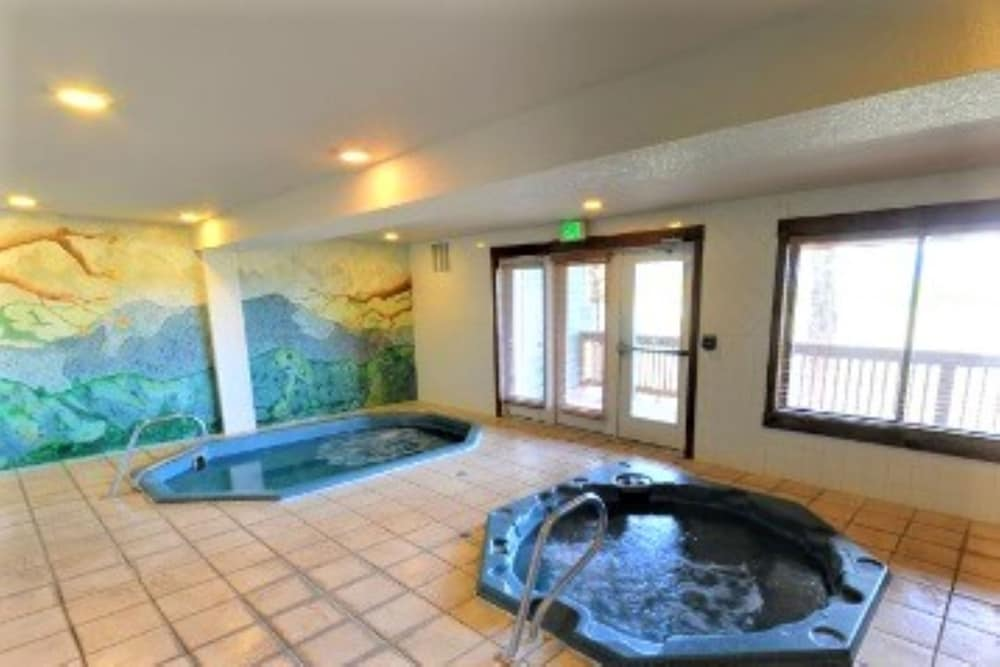 best Granby hotels twin rivers hot tub
