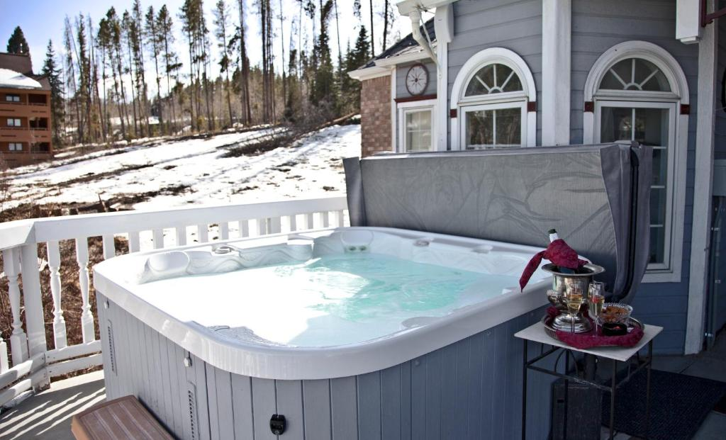 best Granby hotels winter park chateau hot tub