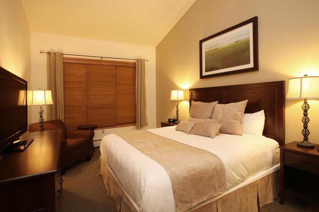 best Granby hotels zephyr mountain lodge bed
