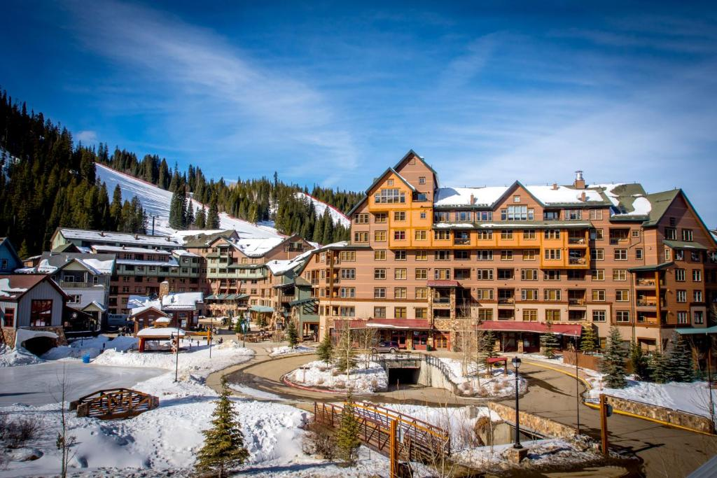best Granby hotels zephyr mountain lodge